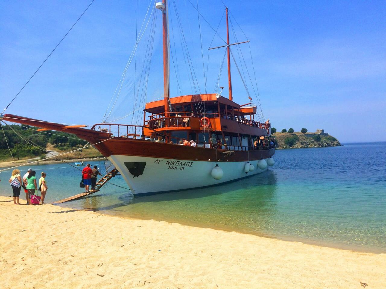 Toroneos Cruises