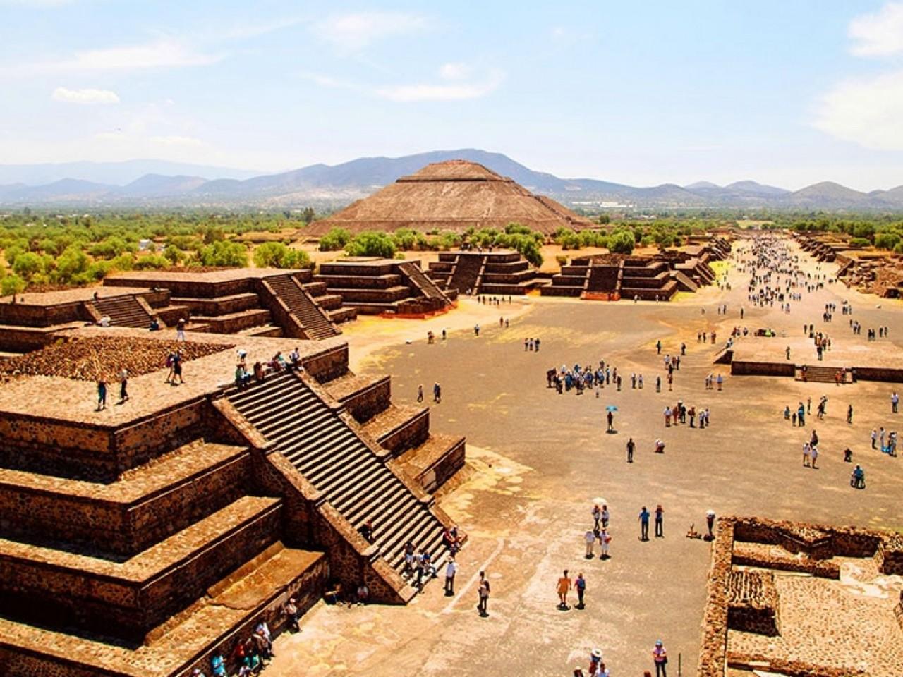 Piramidi di Teotihuacan e Basilica di Guadalupe